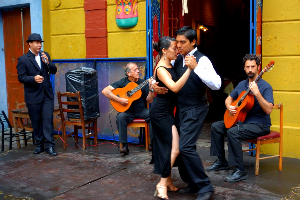 Argentine tango dancers on Caminito street